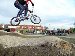 Sander jumpt met BMX